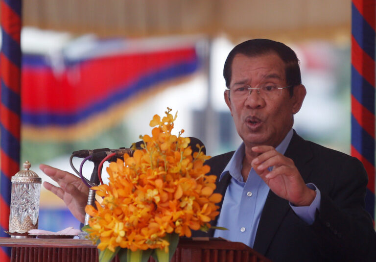 Cambodia PM seeks barring of duel citizenship for holders of top posts
